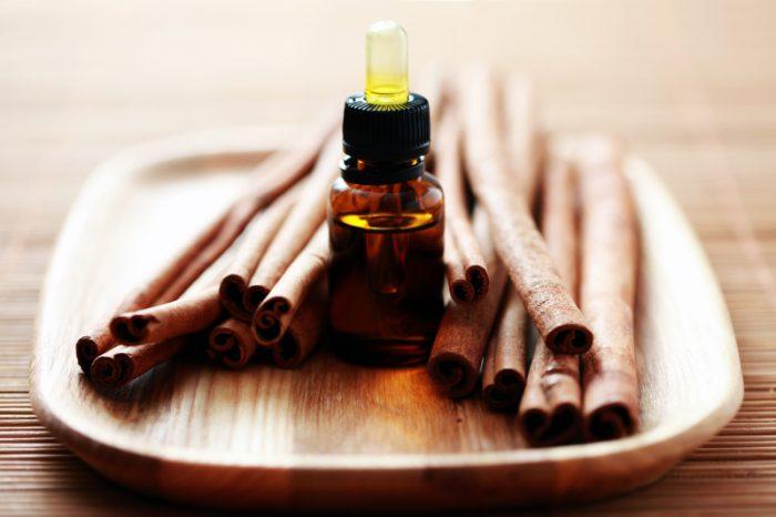 Znalezione obrazy dla zapytania olejek cynamonowy