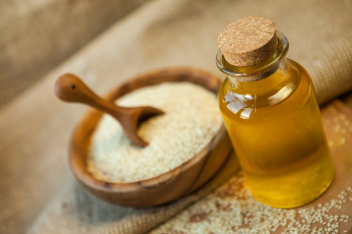 olej sezamowy na włosy