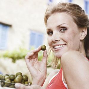 jedzenie oliwek